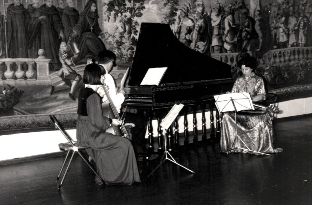 Michèle Fromenteau en concert au Centre culturel Jean Lurçat, Aubusson, août 1985 avec Joël Forgue, Daniel Alpers et Michèle Fromenteau