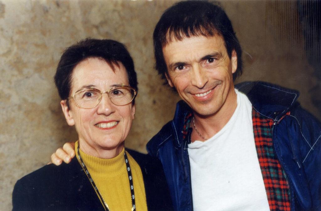 Michèle Fromenteau, avec Jean-François Bernardini, chanteur du groupe corse «I Muvrini», invité des Rencontres 2000.