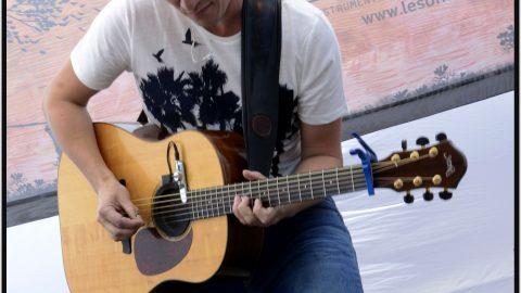 Scène participative cours du Château LSC 2016 Jeroen Geerinck guitar ©St.Beerens