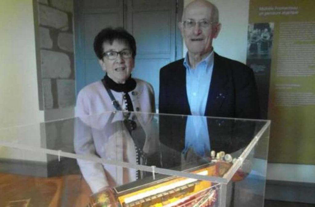 Michèle Fromenteau et Maurice Bourg dans l'exposition les belles vielleuses en 2014 au Château d'Ars (photo Nouvelle république)