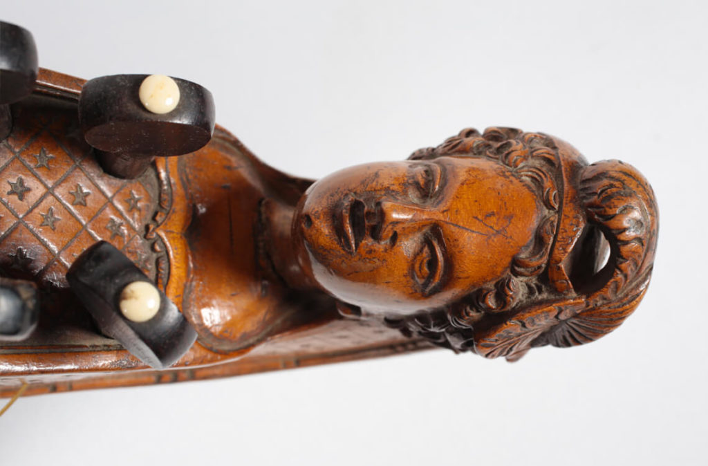 Vielle à roue réalisée par Varquain en 1747 à Paris (MLC 2014.1.36 - CO Darré)