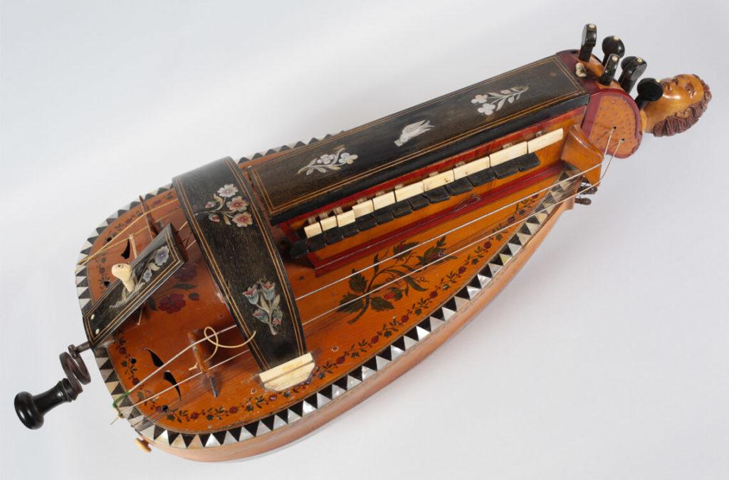 Vielle à roue réalisée par Jacques Antoine II Pajot en 1898 (MLC 2014.1.32 - CO Darré)